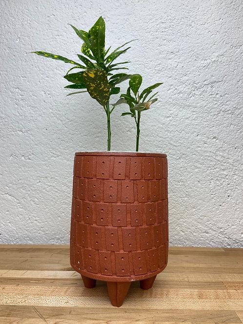 Rectangle dot carved planter