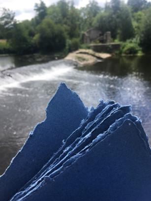 Papier/jeans réalisé au Moulin à papier du liveau à Gorges