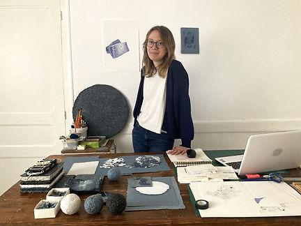 Photo-Elodie-Alain-avec-ses-textiles-rec