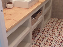 Construction d'un meuble salle de bain en microciment