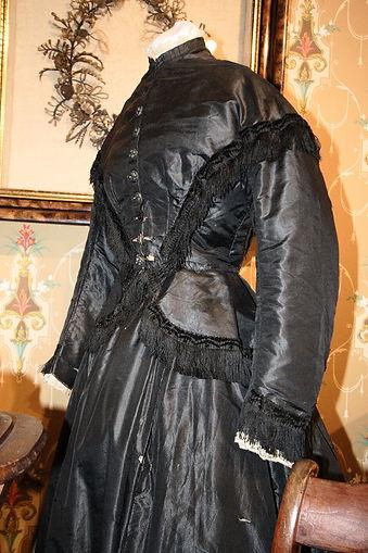 Mourning_dress,_19th_century.JPG