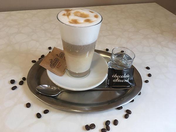 Kavárna Budoucnosti Latte Machiatto