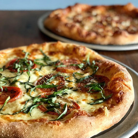 firewood pizza.jpg