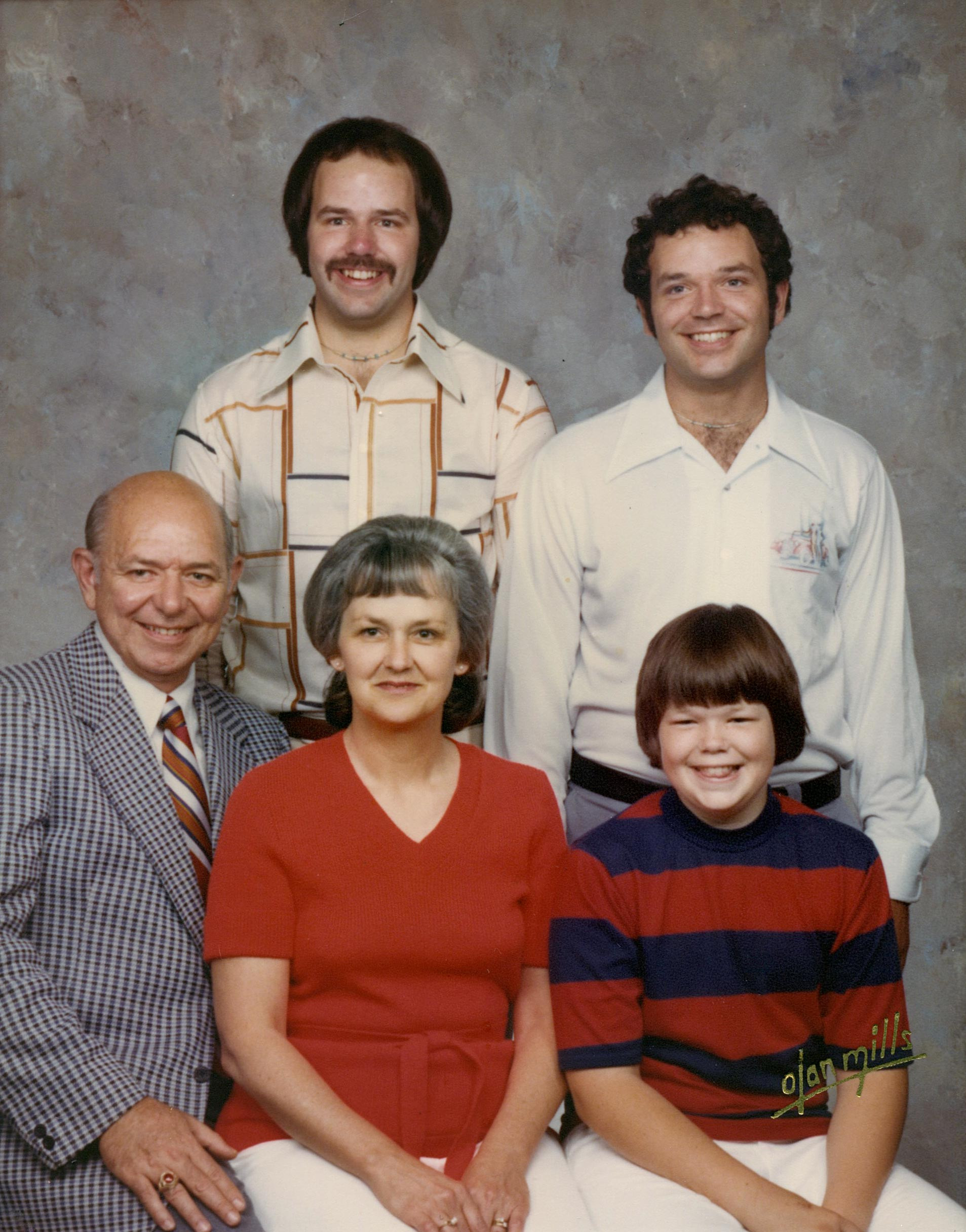 Tom (standing, right) with his parents and big brother Bob Jr. and younger brother John