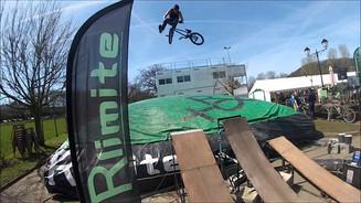 Jean racine VTT Freestyle sur AIRBAG Rlimite