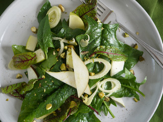 Spinach Salad with Lakeview Orchard Apples, Pears & Fennel