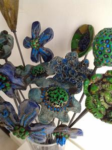 Fiori raku verdi e blu - Green and blue raku flowers