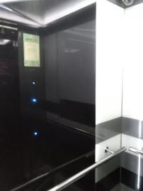 韓国エレベーター内