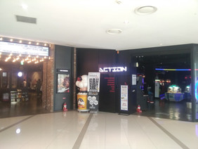 映画館の横にはゲームセンター