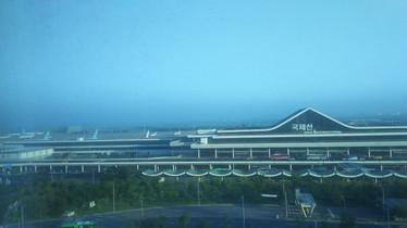 ロッテシティホテルの目の前には金浦空港