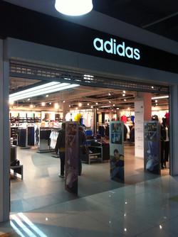 Магазин «Adidas».
