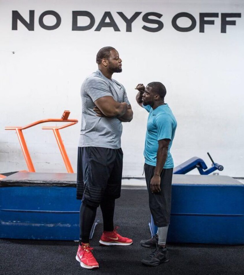 048c8ca121e84 Throwback  Kevin Hart Launches Shoeline - Runs on a TrueForm with Ndamukong  Suh