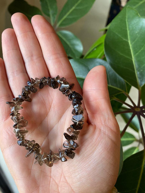 Brown smoky quartz crystal bracelet close-up view
