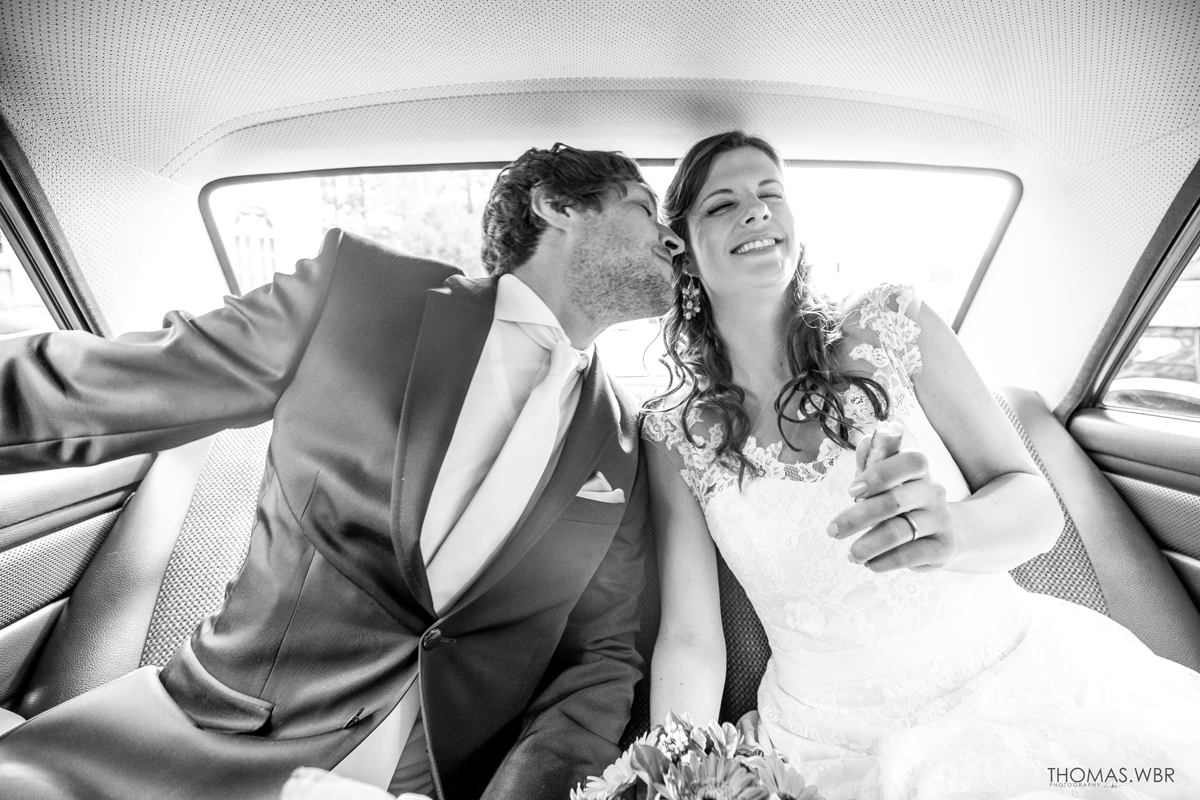 Brautpaar im Brautauto