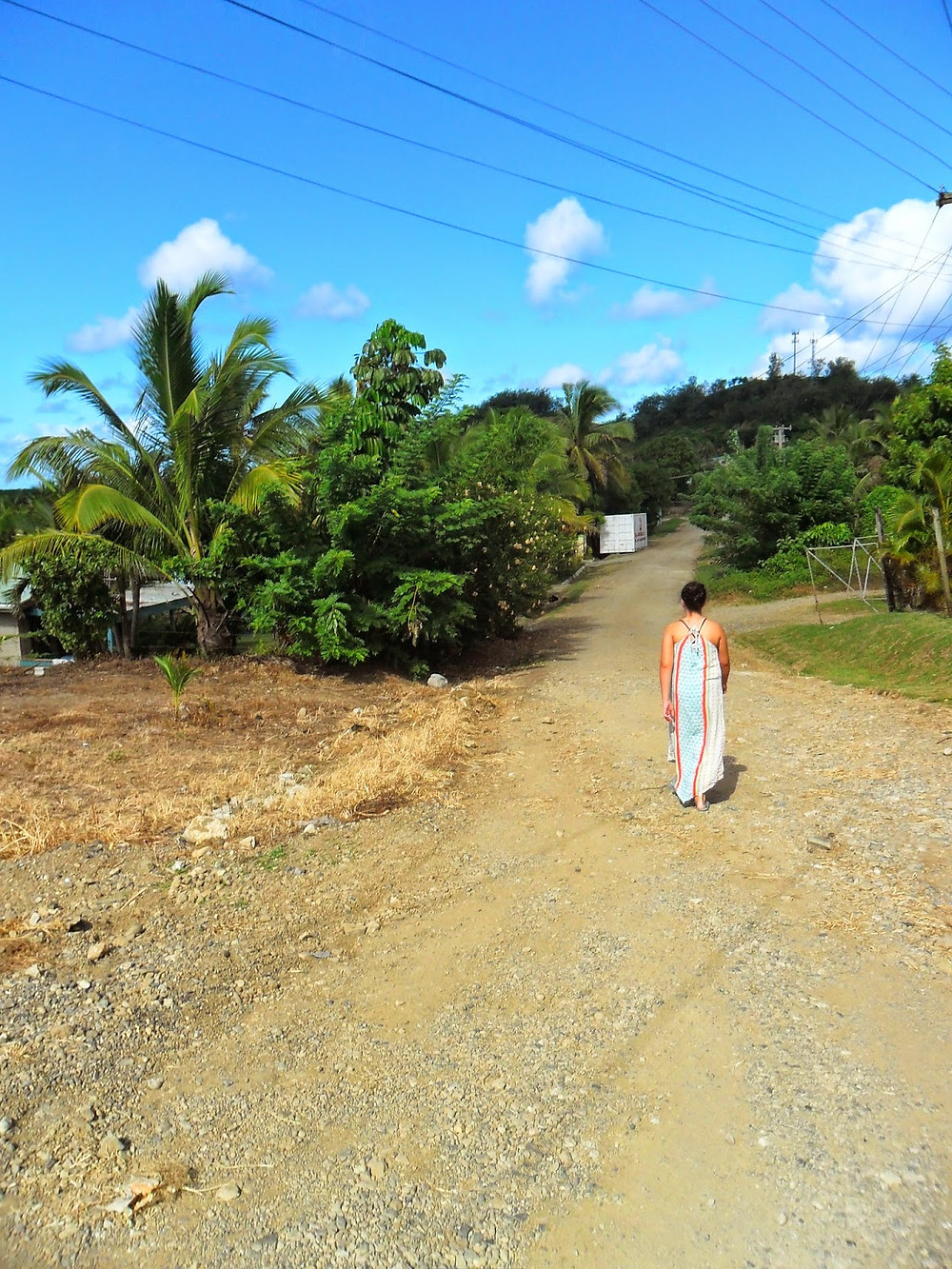 walking to bus stop Fiji - move to Fiji, Fiji expat, holidaying in Fiji, live in Fiji