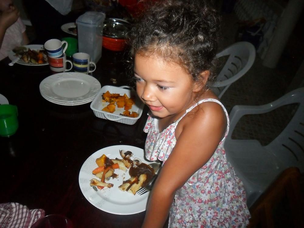 eating dinner in Fiji - fiji travel blog fiji expat fiji holiday me and fiji
