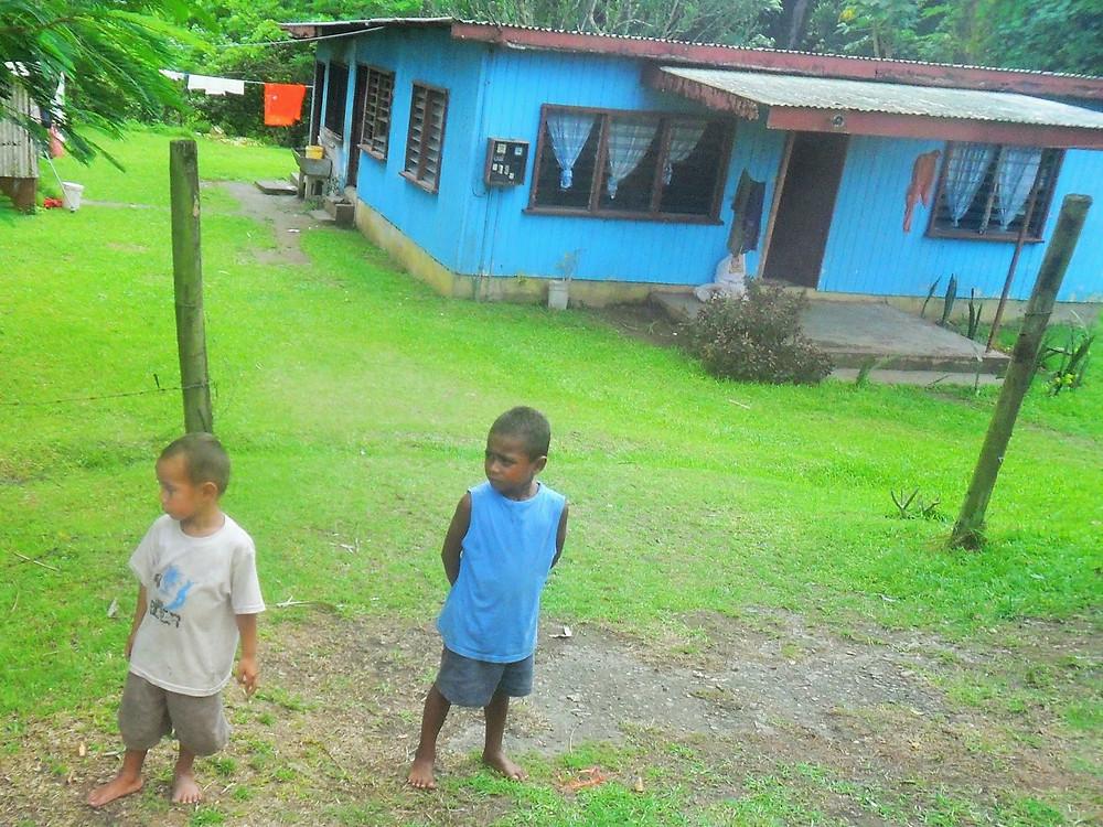 Bus stop Fiji - fiji travel blog fiji expat fiji holiday me and fiji