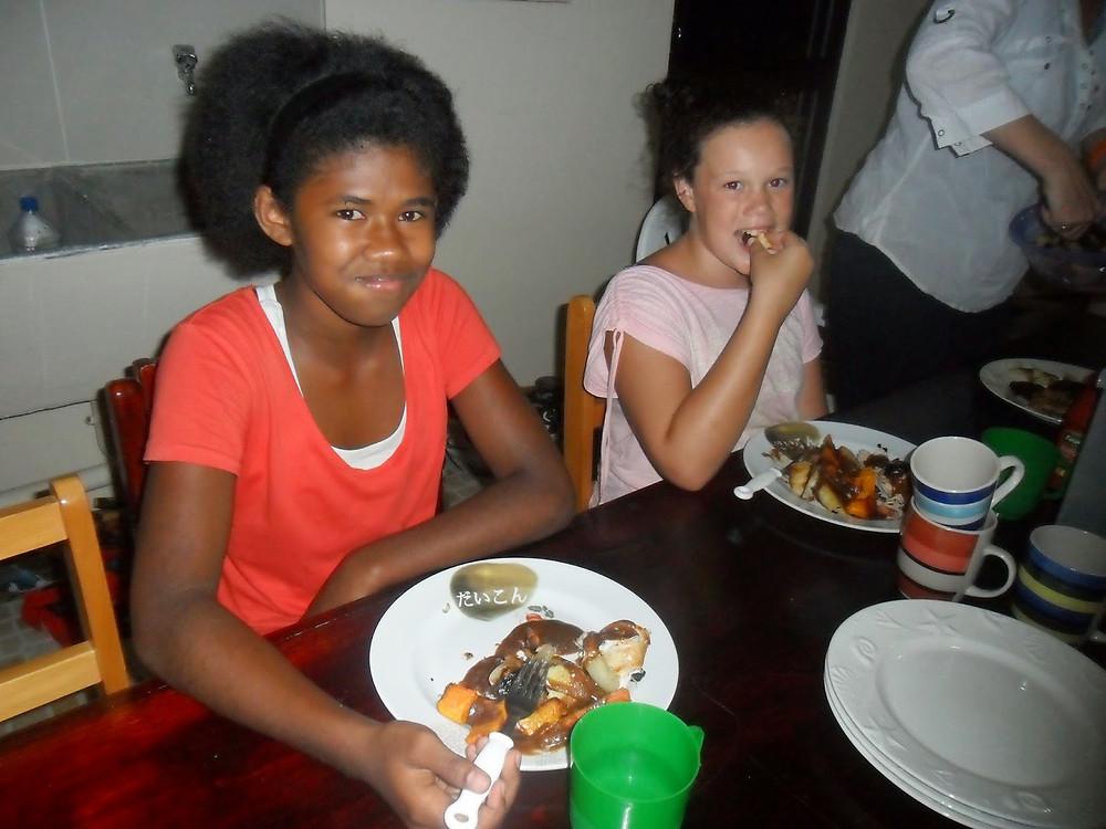 dinner in Fiji with friends - fiji travel blog fiji expat fiji holiday me and fiji