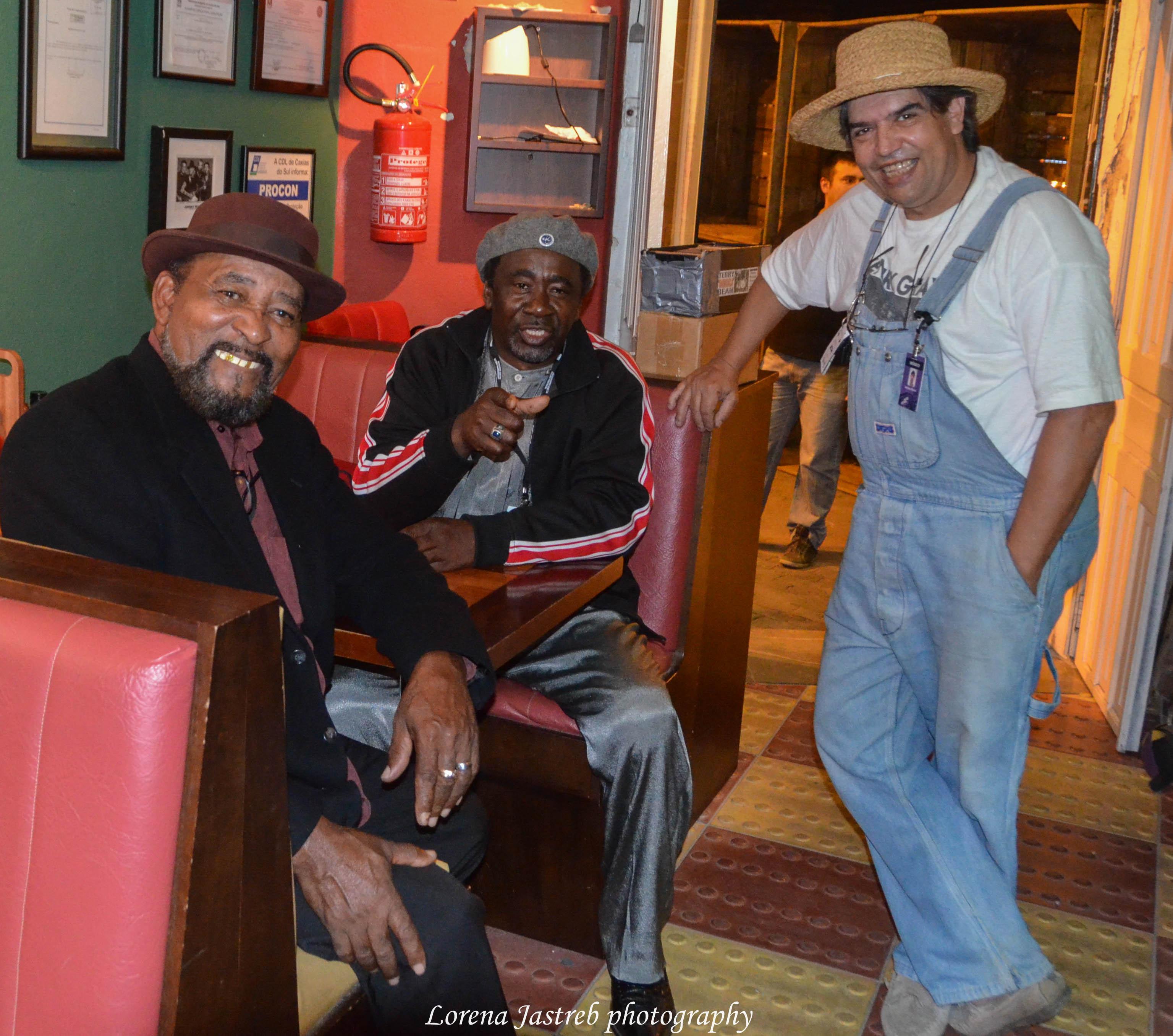 Adrian Flores con Terry y Chiken