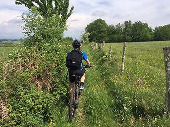 louer un vélo ou un VTT et partez en balade sur les chemins balisés des environs d'Uzerche la perle du Limousin