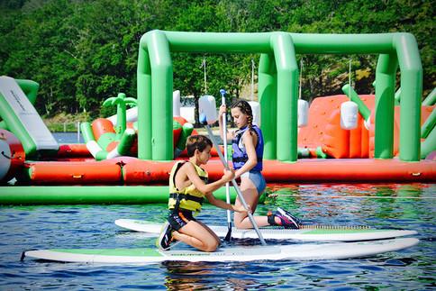 Location de paddle au treign'aqua park du Lac des Bariousses. Infos à la base nautique de la Satation sports Nature Vézère Monédières