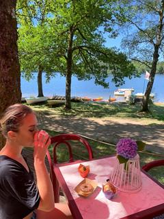 Se loger au bord d'un lac sauvage non loin des gorges de la Dordogne. infos à la station psort Nature de Huate Dordogne