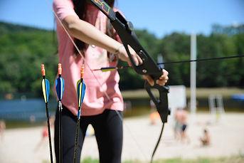 Initiation pour les efnants et les adultes au tir-à-l'arc en Corrèze au bord du Lac de Treignac grace à la Station Sports Nature Vézère Monédières