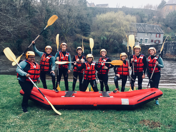 Descente en raft de la Vézère au départ d'Uzerche en Corrèze