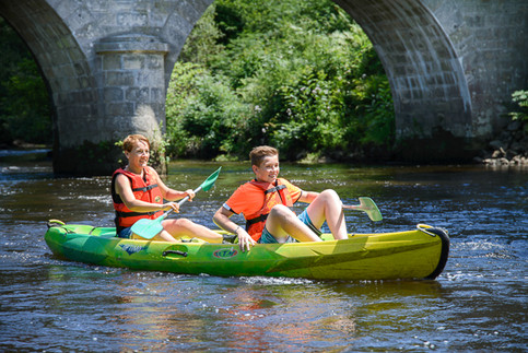 Descente de la Vézère en Canoë : louez votre canoë 2 places à la Station sports Nature de Treignac en Corrèze