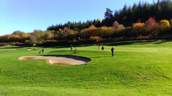 Pratiquer le golf en Corrèze à Neuvic avec la station sports Nature Haute-Dordogne