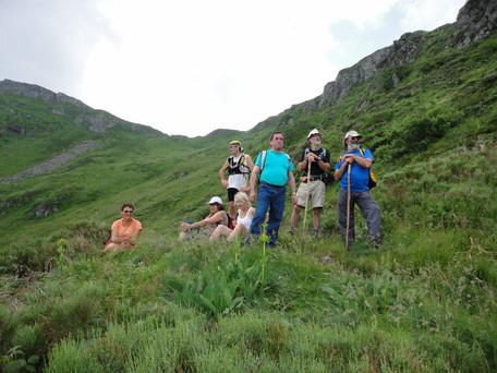 Randonnée en groupe dans le secteur des gorges de la heute dordogne avec la station Sport Nature de  neuvic en Corrèze