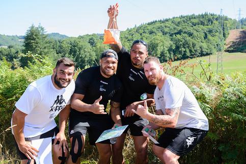 Groupe de copain appartenant à un club sportif faisant de la course d'orientation sur le massif des monédières en Corrèze organisée par La Station Sports Nature de Treignac Vézère Monédières.