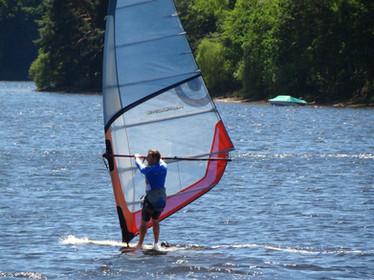 En bordure du lac de la Triouzoune (410 ha) et à proximité des gorges de la Dordogne, la Station Sports Nature Haute-Dordogne propose toute l'année, aux individuels comme aux groupes, un grand choix d'activités nautiques dont la location et stages de planche à voile