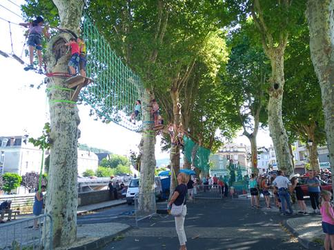 Activité grimpe d'arbre à Ussel organisée par la station sports Nature Haute-Corrèze