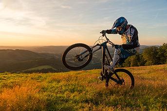 Balade dans le massif des monédières et le long de la vézère en vélo éléctrique et en VTT avec la station sports Nature de Treignac