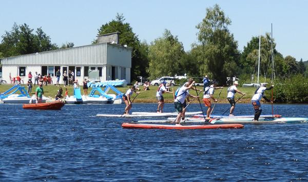 En bordure du lac de la Triouzoune (410 ha) et à proximité des gorges de la Dordogne, la Station Sports Nature Haute-Dordogne propose toute l'année, aux individuels comme aux groupes, un grand choix d'activités nautiques dont la location de stand up paddle