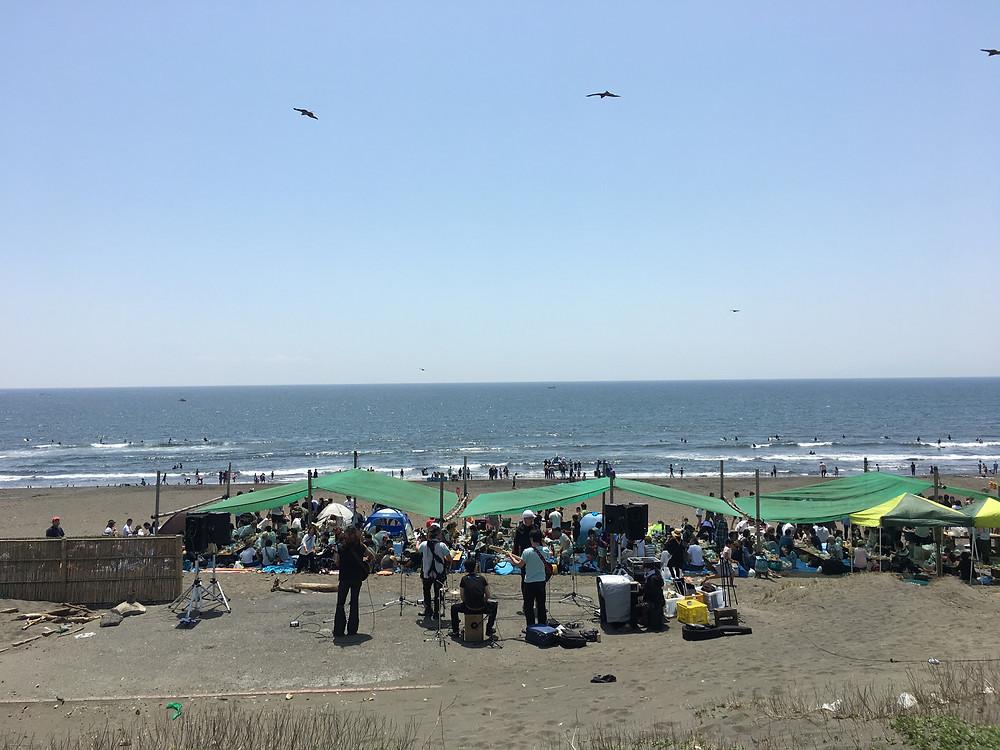 今年はステージから海が一望。ミュージシャンも気持ちよさそうでした!