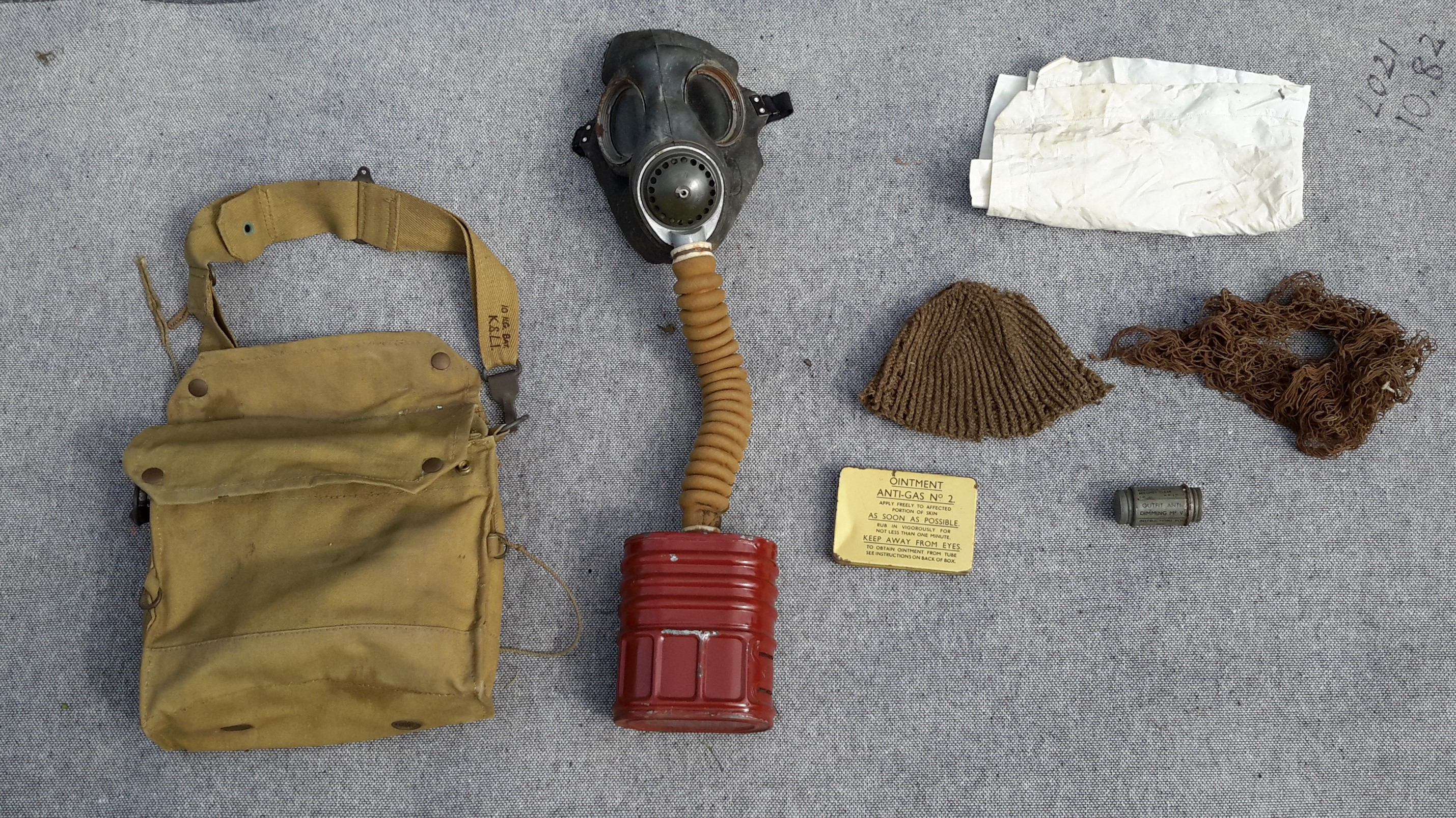 HG Gas Mask 2