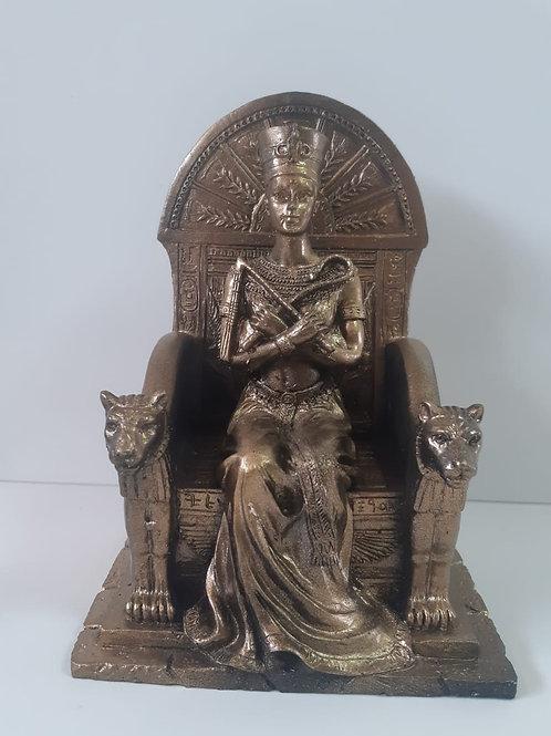 Deusa nerfetit no trono