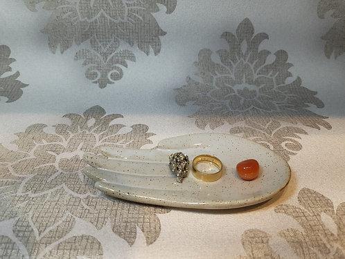 Porta anéis e afins formato de mão