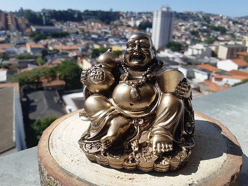 Buda chinês da fortuna com pote