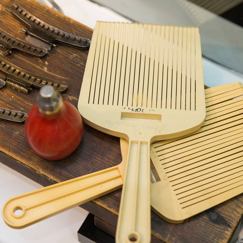 Hairdressing artefacts