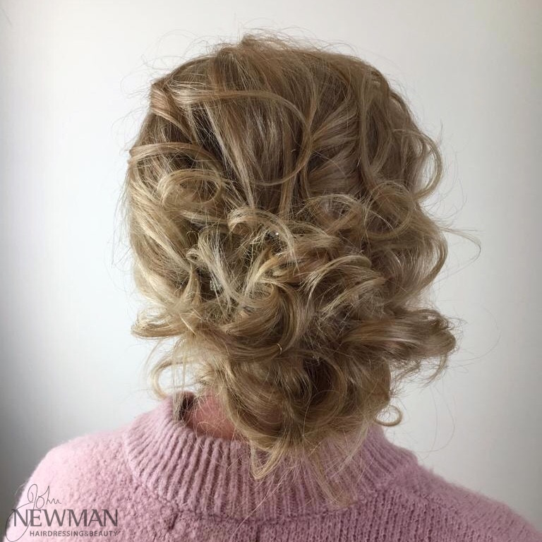 Effortless curly hair up