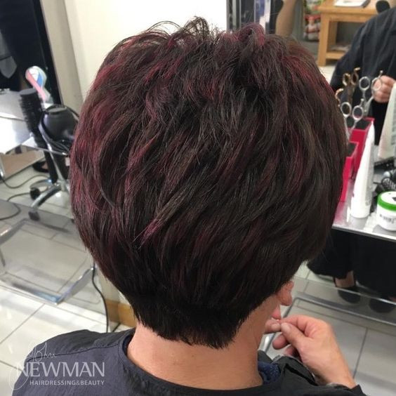 Short graduated cut with red flashes