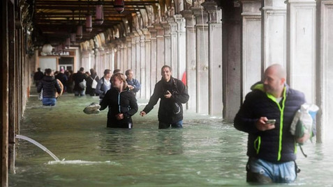 FLOODS AGAIN IN VENICE