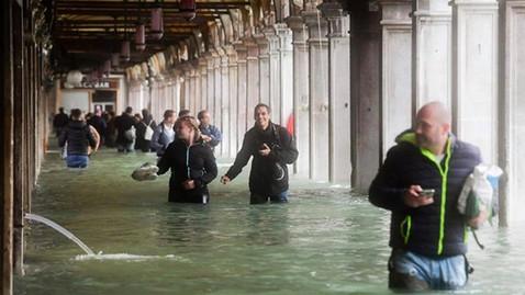 FLOODS AGAIN IN VENICE
