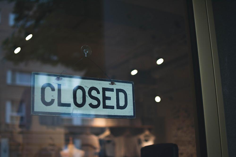 placa-escrito-fechado