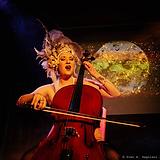 Portrait_Johanna_cello.png