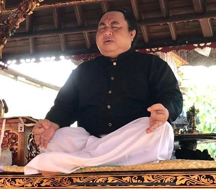 Ratu_Nabe_Bali_Siwa_Murti.jpeg