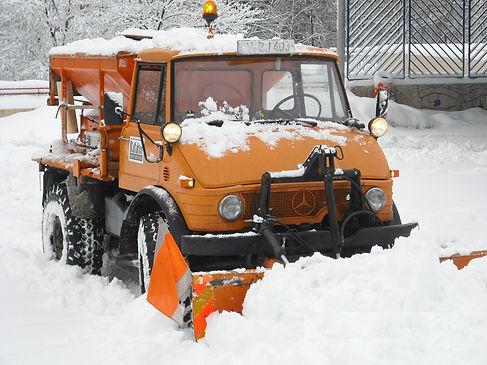 Unimog im Schnee Schwelm.jpg